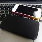 iPhoneを重ねて持ちながら充電できる薄型のモバイルバッテリーを買ってみた