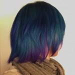下北沢の派手髪美容室にてマニパニのアフターミッドナイトブルーで青に染めてもらった!