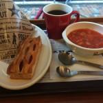 ミスドで朝食を食べてみた。野菜スープやお粥もあるし、コーヒーはおかわり自由!