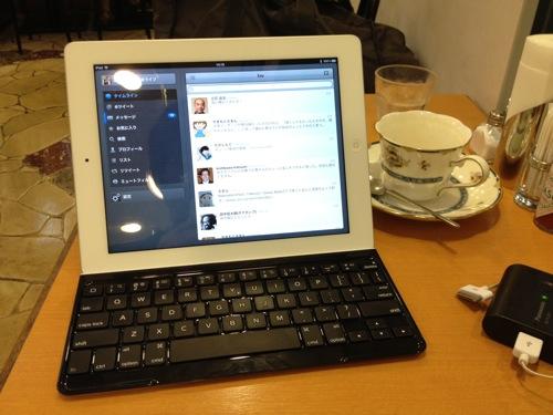 テーブルの狭いカフェで便利! iPad用キーボード「TK710」