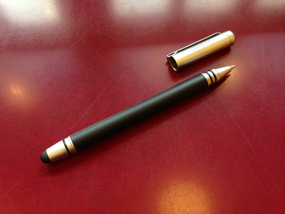 iPad(mini)にも紙にも書ける!Bamboo Stylus duoはボールペン付属