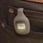Fitbit Zip 仲間と競えるワイヤレス活動量計 時間別に歩数や消費カロリーが見られるのが楽しい