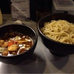 東京・秋葉原にある「極辛BLACKつけ麺七代目けいすけ」で「つけ麺並盛」を食す!