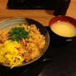 量がすごい! 「伝説のすた丼」の「辛チャーハン」を食べてきた