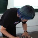 【マニパニ】下北沢の派手髪美容室VIVA CUTE CANDYで青に染めてもらった